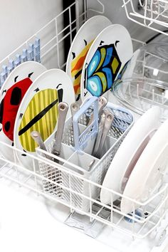You might think your dishwasher is clean since it runs hot water and soap through its system, but it needs cleaning too. Here is how to clean a dishwasher. Dishwasher Cleaning Tips, Clean Dishwasher, Deep Cleaning, Spring Cleaning, Cleaning Hacks, Cleaning Supplies, Dishwasher Pods, Clean Washer, Floor Cleaning
