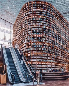 World wide Librairies 📚 Seoul, South Korea Osaka, Japan Porto, Portugal Manchester, UK Which one is your favorite? South Korea Seoul, South Korea Travel, Beautiful Library, Dream Library, Library Books, Visit Seoul, Library Architecture, Architecture Design, Les Continents