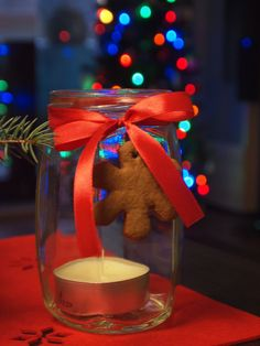 Easy christmas decoration: jar, tealight, ribbon and gingerbread