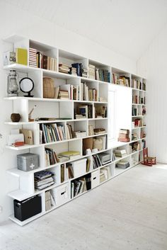 built-in shelves home library Home Design, Design Ideas, Muebles Living, Built In Shelves, White Shelves, Window Shelves, Home And Deco, My New Room, Home Fashion