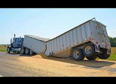 26 Unbelievable Truck Accidents (What Are The Odds? Farm Trucks, Big Rig Trucks, Tow Truck, Diesel Trucks, Semi Trucks, Heavy Duty Trucks, Heavy Truck, Car Crash, Custom Trucks