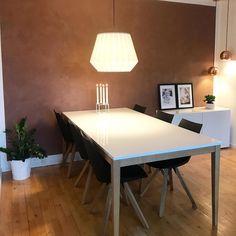 Få inspirasjon fra 10 hjem malt i Jotun Rustikk Terracotta Malta, Dining Table, Kitchen, Color Palettes, Furniture, Google Search, Home Decor, Terracotta, Malt Beer