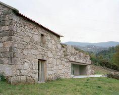 Brandão Costa ristruttura una fattoria, Portogallo