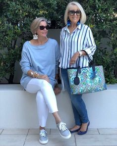 Such fabulous easy to wear weekend styles. These everyday basics from will get you through the end of winter and into… Mature Fashion, Fashion For Women Over 40, 50 Fashion, Plus Size Fashion, Fashion Outfits, Fashion Trends, Jeans Fashion, Hijab Fashion, Fall Fashion