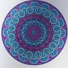 Mandala kirjasta: Väritä itsellesi mielenrauhaa Beach Mat, Decorative Plates, Mandala, Outdoor Blanket, Home Decor, Decoration Home, Room Decor, Home Interior Design, Mandalas