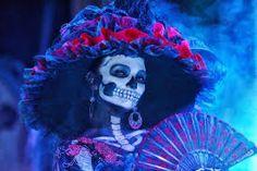 La Catrina, Day of the dead festivities, La Paz, Baja California, Mexico halloween hats Catrina Costume, Sugar Skull Costume, Halloween Hats, Halloween Face Makeup, Mexico Costume, Day Of The Dead Artwork, All Souls Day, Celebration Day, Costume Makeup