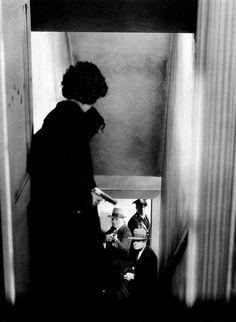 Ann Dvorak faces the Feds in Scarface 1932