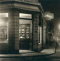 """""""Bartolome' Mitre and Montevideo"""" - Buenos Aires - 1936 - photographer Horacio Coppola. Monochrome Photography, Street Photography, Art Photography, Diesel Punk, Montevideo, Portland Maine, Okinawa, Latina, Equador"""