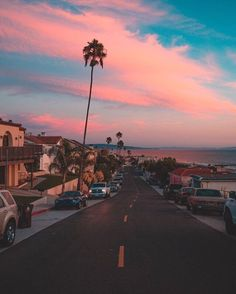 I want to ride in a convertible under this beautiful sky. Beautiful Places, Beautiful Pictures, Beautiful Sites, Beautiful Sky, Pretty Sky, Sky Aesthetic, California Dreamin', Aesthetic Pictures, Picture Wall
