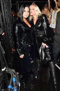 """ Christina Aguilera & Demi Lovato at the 2018 Billboard Music Awards at MGM Grand Garden Arena on May 2018 in Las Vegas "" Miley Cyrus, Christina Aguilera The Voice, Divas, Demi Lovato Pictures, Christina Applegate, Billboard Music Awards, Sexy Latex, Bronze, Latex Girls"