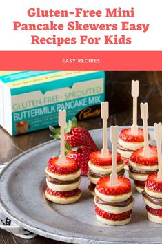 These adorable Gluten-Free Mini Pancake Skewers can be served warm or at room temperature – perfect finger food for your holiday brunch menu. Pasta Recipes, Keto Recipes, Chicken Recipes, Healthy Recipes, Easy Meals For Kids, Kids Meals, Chocolate Lovers, Chocolate Cake, Brownie Recipes