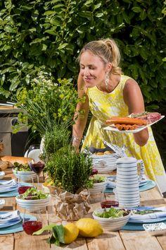 Zeit für ein leckere Grillerei im Garten oder auf der Terrasse! Kathi Wörndl zeigt euch, wie ihr den perfekten Tisch für Freunde und Familie deckt!