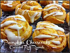 Pumpkin Cheesecake Crescent Roll Rounds - using crescent roll dough and an easy pumpkin cheesecake filling. Great for tailgates!   thehungrytravelerblog.com