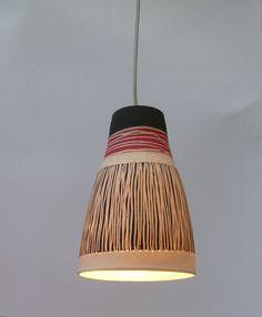 Campana di porcellana con striscia nera e rossa lampada a