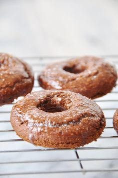 These baked vegan chocolate peanut butter donuts are so delicious, cake like, and easy to make. Chocolate Peanuts, Vegan Chocolate, Chocolate Peanut Butter, Chocolate Cake, Vegan Breakfast Recipes, Healthy Chicken Recipes, Vegan Recipes, Vegan Treats, Healthy Desserts