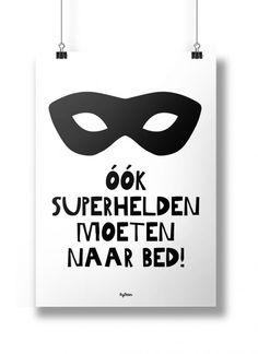 Poster A4 Ook superhelden moeten naar bed! (Bedman) Super leuke zwart-wit poster voor op de kinderkamer! A4 poster met de mooie quote: Ook superhelden moeten naar bed! In de Bedman versie ;) Geprint op 250 grams, mat papier.