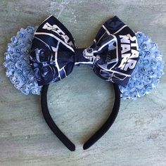 Taking a trip to a Disney park simply isn't the same without mouse ears. Even if Mickey isn't your favorite character, the iconic headpiece is quintessential Diy Disney Ears, Disney Mickey Ears, Disney Diy, Disney Crafts, Mickey Mouse, Disney Ideas, Disney Bows, Disney Planning, Disney Outfits