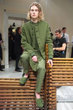 Una presentación ecléctica que apuesta por los tonos uniformes de pies a cabeza es lo que Qasimi ofrece en la semana de la moda de Londres