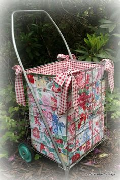I'm finally going to Farm Chicks! The other day, I made a liner for my vintage cart. I can't wait to fill this baby with treas. Fabric Crafts, Sewing Crafts, Sewing Projects, Craft Projects, Diy Crafts, Market Baskets, So Little Time, Sewing Hacks, Just For You