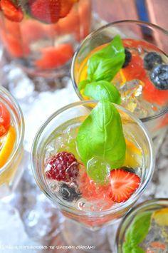 prosecco & fruits. a summer dream cocktail! / koktajl z prosecco z owocami i syropem bazyliowym. letnie marzenie!