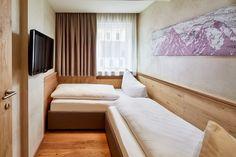 Zimmer und Suiten mit separatem Kinderzimmer Modern, Bed, Furniture, Home Decor, Double Room, Homemade Home Decor, Trendy Tree, Stream Bed, Home Furnishings