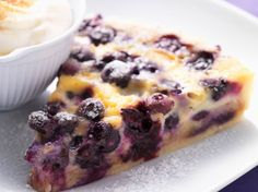 Clafoutis with blueberries: discover the cooking recipes of Femme Actuelle Le MAG - Dessert Recipes Good Food, Yummy Food, Tasty, Delicious Cake Recipes, Dessert Recipes, Dessert In A Mug, Dessert Aux Fruits, Desserts Fruits, Summer Cakes