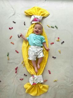 Best baby photoshoot ideas at home - baby photography Monthly Baby Photos, Newborn Baby Photos, Baby Poses, Newborn Baby Gifts, Newborn Pictures, Baby Girl Pictures, Baby Boy Photos, Cute Baby Boy Pics, Foto Baby