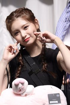 Kpop Girl Groups, Korean Girl Groups, Kpop Girls, Chung Ah, Somebody To You, Yuehua Entertainment, Beauty Full Girl, Face Claims, New Girl