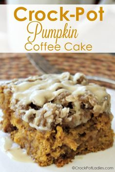 Crock-Pot Pumpkin Coffee Cake - Your family will flip for the fall flavors in this lovely Crock-Pot Pumpkin Coffee Cake. A moist and tender coffee cake is flavored with pumpkin, spice and all things nice and topped with a lovely maple icing. Crock Pot Desserts, Slow Cooker Desserts, Slow Cooker Recipes, Cooking Recipes, Crockpot Recipes, Pumpkin Coffee Cakes, Pumpkin Dessert, Crock Pot Slow Cooker, Crock Pot Cooking