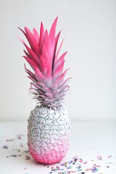 16 DIY Ombre Wedding Details to DYE For If you like piña coladas, you will love this idea. Use two different spray paints and cover a pineapple for a tropical dessert table or cocktail bar decoration. This is such a fun DIY project for a summer wedding. Cute Wallpapers, Wallpaper Backgrounds, Iphone Wallpaper, Diy Ombre, Pink Love, Pretty In Pink, Photo Trop Belle, Ideias Diy, Everything Pink