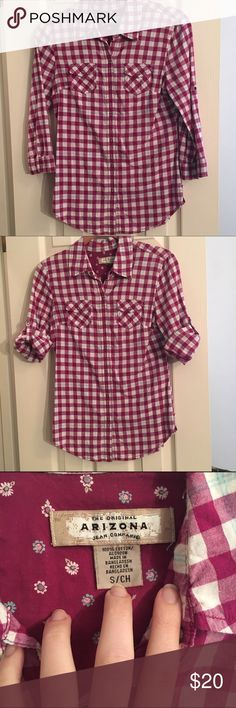 Checkered button down! This is a flannel-style shirt, but it's NOT flannel. Very cool, thinner material. Can wear sleeves down, or rolled (there's buttons mid way up the sleeve, so they won't fall). Arizona brand from JCPenney. Size S. Great used condition!!! Tops Button Down Shirts