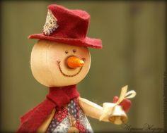 Купить Кофейный снеговичок. Новогодняя Ароматизированная Игрушка - коричневый, бордовый, морковка, снеговик, кофейный снеговичок