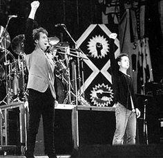 Peter Gabirel & Jim Kerr performing Biko at Wembly Stadium, 1988