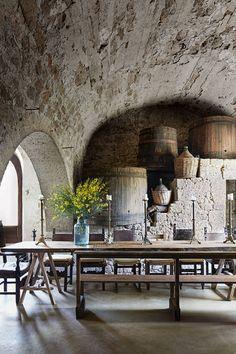 Ex Convento di San Francesco - a Tuscan convent restored Italian Living Room, Blue Shutters, Rustic Italian, Mediterranean Home Decor, Dream House Interior, Tuscan Decorating, Tuscan Style, Rustic Interiors, Vintage Interiors