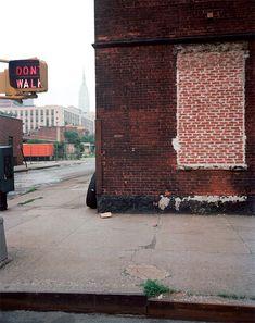JOEL MEYEROWITZ, NEW YORK CITY, DE LA SÉRIE « EMPIRE STATE SERIES », 1978, COURTESY GALERIE EDWYNN HOUK, NEW YORK © JOEL MEYEROWITZ