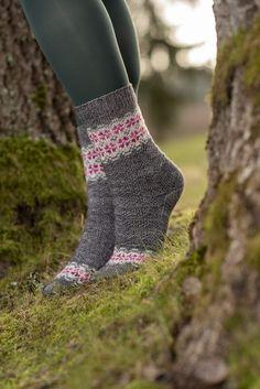 Ravelry: Designs by Tiina Kuu Stockinette, Ravelry, Needles Sizes, Knitting Socks, Patterned Shorts, Knit Crochet, Knitting Patterns, Legs, Kuu