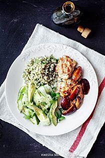 Pyszna salatka idealna do grillowanego mięsa... pomi… na Stylowi.pl Snack Recipes, Healthy Recipes, Snacks, Healthy Food, Cobb Salad, Feta, Cabbage, Lunch Box, Chicken
