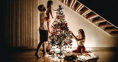 📖 Περιεχόμενο: 😎 Πώς να παίξετε το χριστουγεννιάτικο παιχνίδι Charades 📱 Παίξτε Charades online 🎄 Χριστουγεννιάτικες ιδέες Charades 🎅 Χριστουγεννιάτικες ιδέες Charades για ενήλικες 🤶 Χριστουγεννιάτικες ιδέες Charades για παιδιά Τα Χριστούγεννα είναι η ώρα της δημιουργίας και της συγκέντρωσης με την οικογένεια και τους φίλους σας. Ποιος καλύτερος τρόπος για να κάνετε τον χρόνο σας μαζί πιο αξέχαστο από το να παίζετε παιχνίδια καθώς μαζεύετε στο σαλόνι σας A Christmas Story, Christmas And New Year, Kids Christmas, Merry Christmas, Christmas Morning, Magical Christmas, Christmas Parties, Outdoor Christmas, Christmas Decor