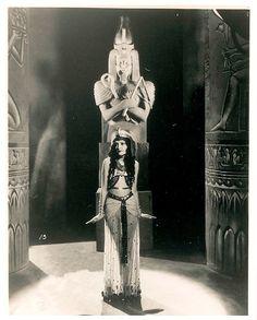 Zita Johann, The Mummy (1932) Love the black and white Mummy movie