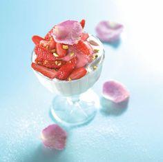Fraises Label Rouge, crémeux mascarpone à la rose, sorbet fraise par le Chef Damien du site 750 grammes : http://www.750g.com/