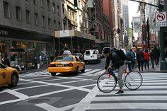 Lost in New York ?La ville de New York est constituée de cinq arrondissements (Boroughs). Ces cinq arrondissements qui composent la ville, sont subdivisés en une centaine de quartiers différents, dont plusieurs possèdent une histoire et une ambiance qui leur est propre. Manhattan :Downtown Manhattan (De la partie la plus au sud à la 34e …