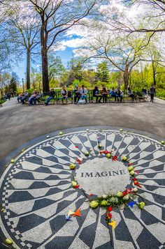 John Lennon Memorial ~ Central Park, NYC We got to visit this spot on our trip; East River, John Lennon Memorial, Photographie New York, New York 2017, Ville New York, Voyager Loin, Central Park Nyc, Times Square, Empire State Of Mind