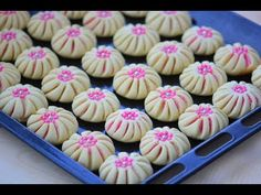 Bridal biscuit (Pinwheel cookies) very easy to make, … - Sobremesa Pistachio Cookies, Biscotti Cookies, Pinwheel Cookies, Flower Cookies, My Recipes, Cake Recipes, Dessert Recipes, Homemade Gummy Bears, Candy Wafers