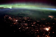 Tim Peake ‏@astro_timpeake   I never imagined the #aurora was going to be so active – stunning! #Principia