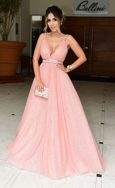 Jade Seba escolheu o vestido rosa milennials da estilista Letícia Manzan