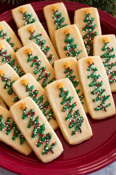 Yummy Cookies, Holiday Cookies, Holiday Baking, Christmas Desserts, Christmas Shortbread Cookies, Recipe For Shortbread Cookies, Home Made Cookies Recipe, Sugar Cookies, Chocolate Shortbread Cookies