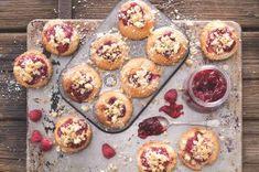Čokoládové muffiny s banánem a kokosem | Apetitonline.cz Cupcake Recipes, Cupcakes, Menu, Favorite Recipes, Breakfast, Food, Menu Board Design, Morning Coffee, Cupcake Cakes