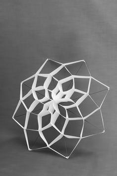 Manymany x Procédés Chenel | Suspension en papier inspirée des cerf-volants