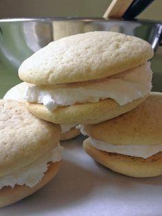 Moist vanilla cake with sweet vanilla ic… Traditional Amish Vanilla Whoopie Pies. Moist vanilla cake with sweet vanilla icing! Amish Recipes, Pie Recipes, Baking Recipes, Sweet Recipes, Cookie Recipes, Dessert Recipes, Dessert Food, Meatloaf Recipes, Cream Recipes