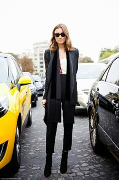 Style Crush: Giorgia Tordini Giorgia Tordini , Italian It Girl , Fashion Stylist and Fashion Designer from Like My Mother . Workwear Fashion, Office Fashion, Fashion Outfits, Net Fashion, Style Fashion, Fashion Trends, Alaia Dress, Garance, All Black Looks